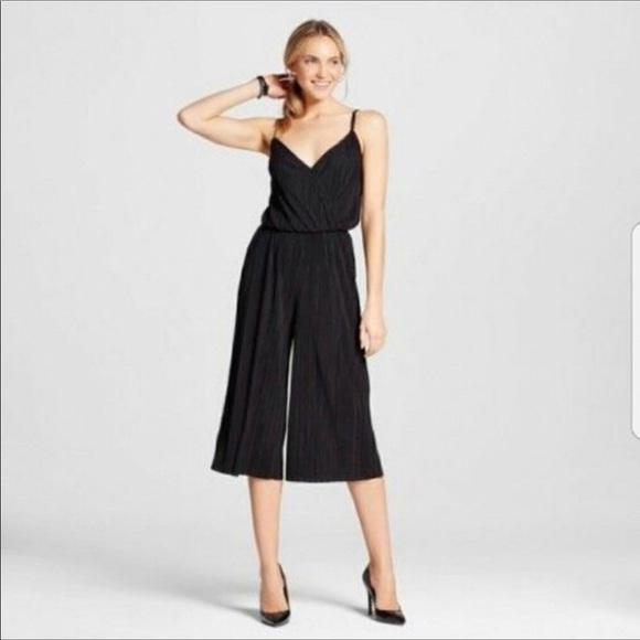 39de3faa8e55 Xhilaration Black cropped jumpsuit gauchos. M 5b5c02babb7615892a98645e